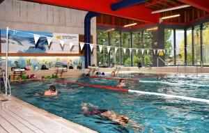 Schwimmclub im Schwimmbad