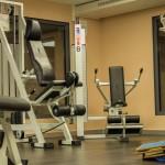 Fitnessraum Geräte 6, 8
